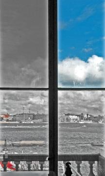 s-pietroburgo-finestra-bn-red